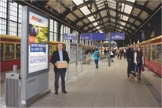 Den Start der taggleichen Zustellung in Berlin eröffnet Aponeo-Inhaber Konstantin Primbas mit einer Plakat- und Radio-Kampagne.