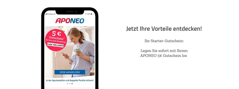 Junge Frau freut sich über einen 5 Euro Gutschein in der Aponeo App