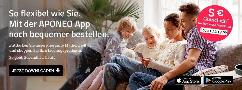 Eltern und Kinder sind zusammen im Wohnzimmer und spielen mit Handy und der Aponeo App