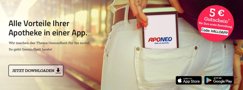 Frau steht am Bahnhof und nimmt Smartphone mit Aponeo App aus ihrer Hosentasche