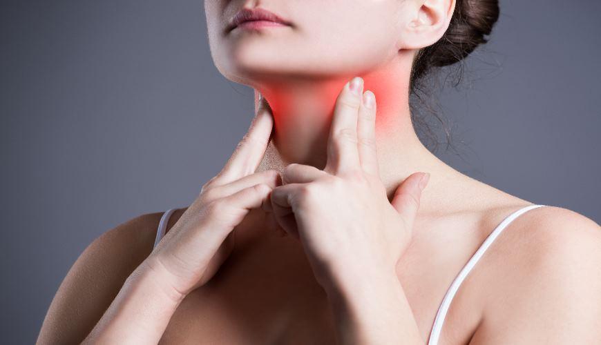 Halsschmerzen Frau
